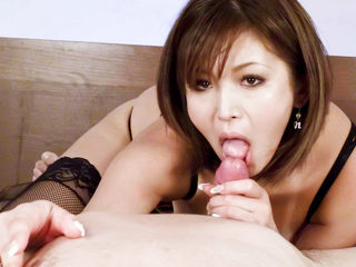 Sexy tanned Mai Kuroki in bed playing with a horny guys..